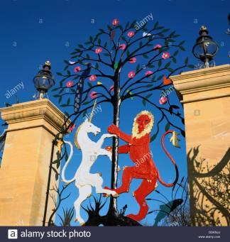 lion-and-unicorn-ironwork-queen-elizabeth-gate-hyde-park-london-artist-DDKNJJ