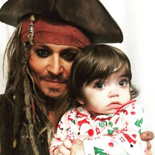 Johnny-Depp-retrouve-Jack-Sparrow-pour-surprendre-des-enfants-malades