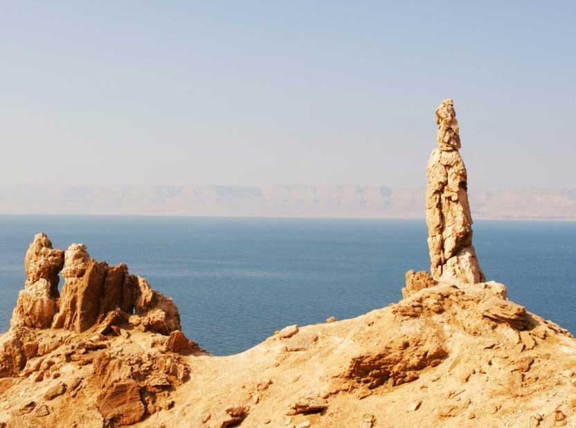 lots-wife-salt-statue-near-the-dead-sea